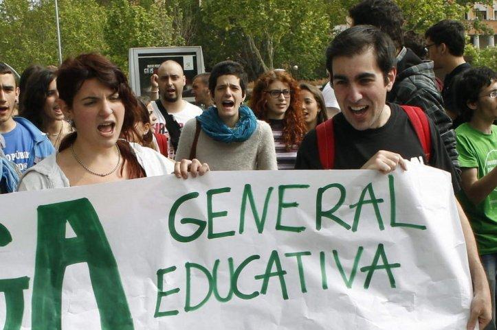 Estudiantes-sostienen-una-panc_54373944502_54028874188_960_639