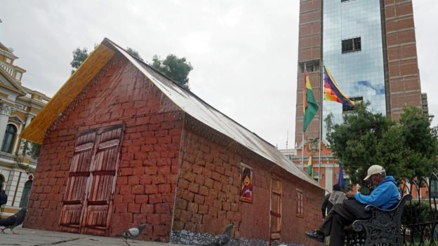 la pequeña casa, una replica de la vivienda de evo morales que se encuentra en La Paz